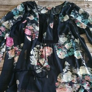 Tops - Floral print top size large (E151)